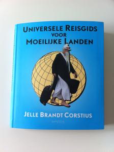 Ik las Universele reisgids voor moeilijke landen van Jelle Brandt Corstius