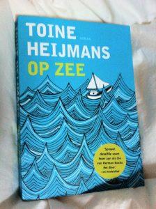 Ik las Op Zee van Toine Heijmans